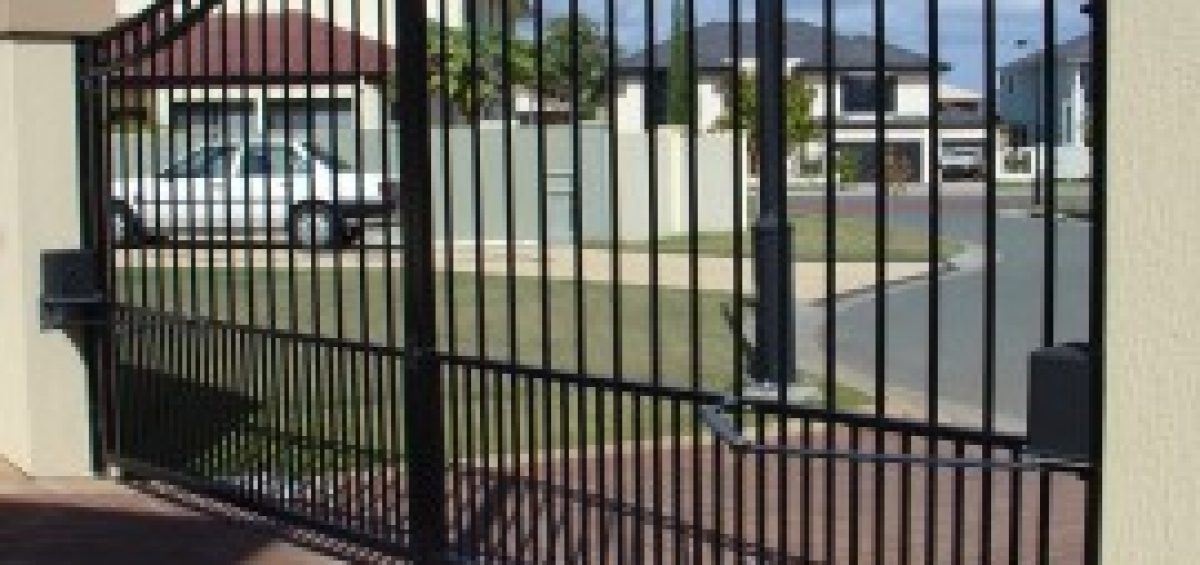 6 Benefits of Automatic Gates for Your Driveway: Safety, Security, Privacy